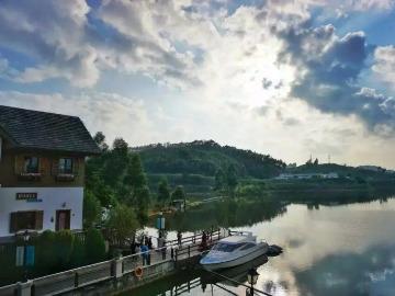 3月26日(周日)奥地利风情小镇+红花湖