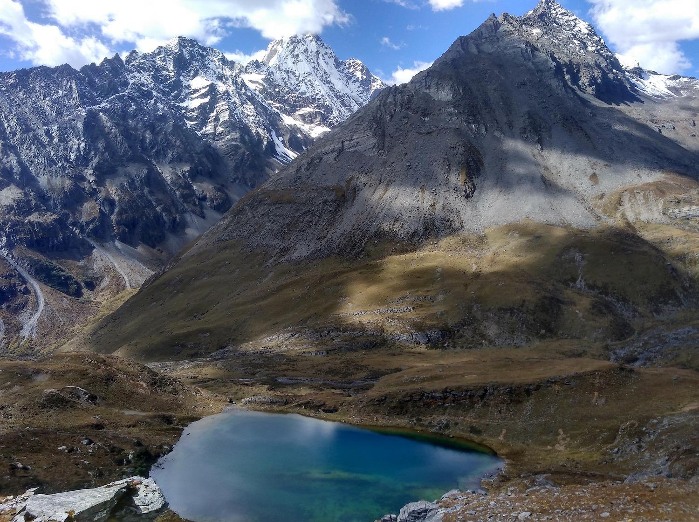 茶山村登顶狮子王峰穿越九顶后山