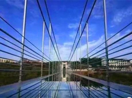 全省首座玻璃桥,感受在云端上的刺激