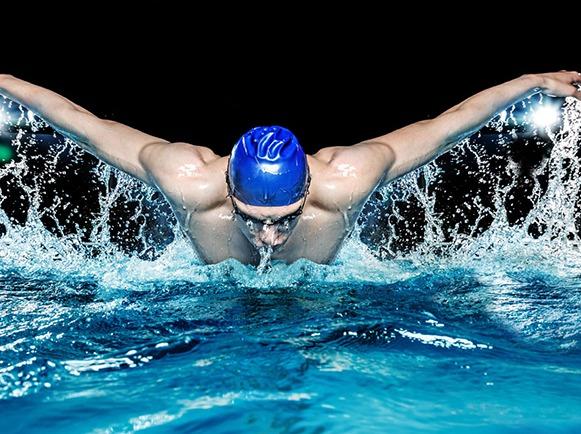 结伴游泳 酱游一夏 免费学游泳 水上排球