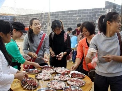 Happy的烧烤盛宴-信阳草园烧烤场