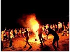 告别一个人的孤单,户外露营篝火晚会