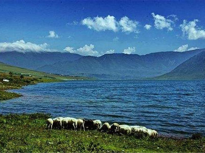 彝乡秘境: 孟获城+冶勒湖 金秋休闲游