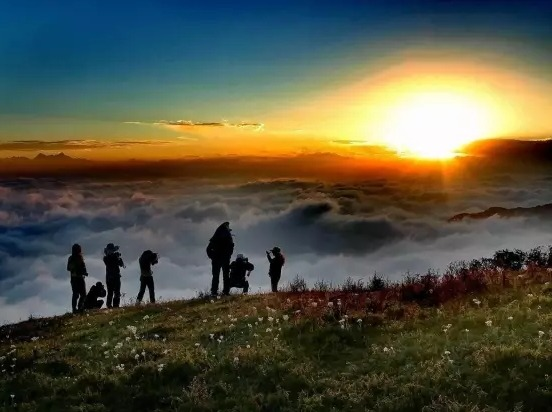 轿顶山:云海、星空、日出越野车2日游