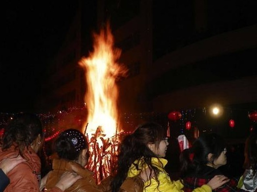 除夕篝火晚会,山泉炖汤、柴火烤肉hi整晚