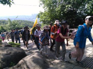 周四6月1号夜爬灵岩山大蕉山灵岩山往返
