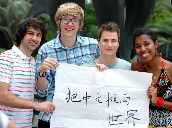 成都十万老外,紧急寻找会说中文的你!
