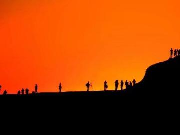 沙漠徒步穿越雅丹魔鬼城暴走拉力赛