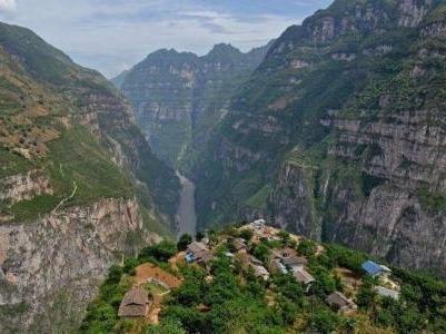 被遗忘的悬崖上的村庄——探索古路村