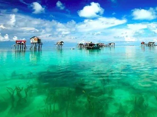 在炎炎夏日,体验一次浮潜跳岛