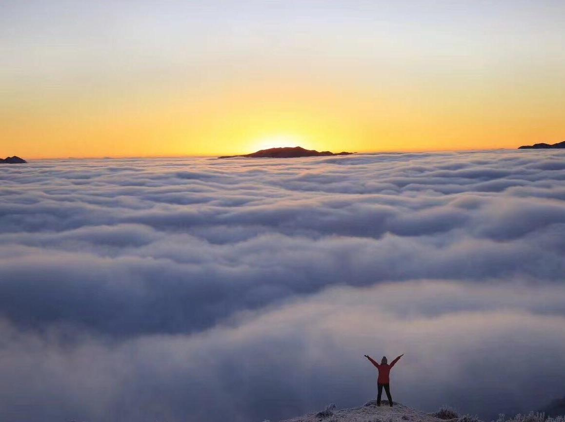 不输牛背山的美景——红岩顶 星空云海日出