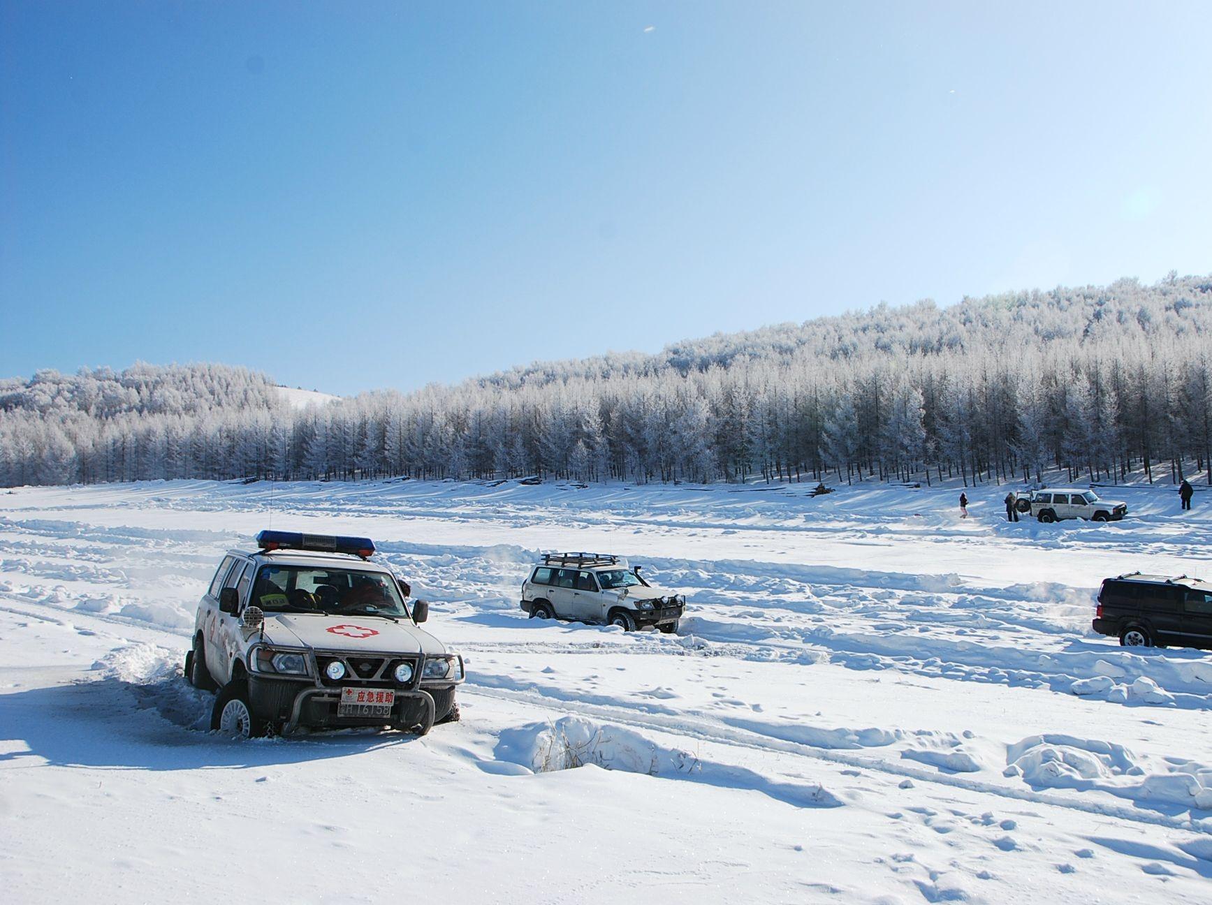 乌兰布统丨百人雪地跨年  越野车深入雪原