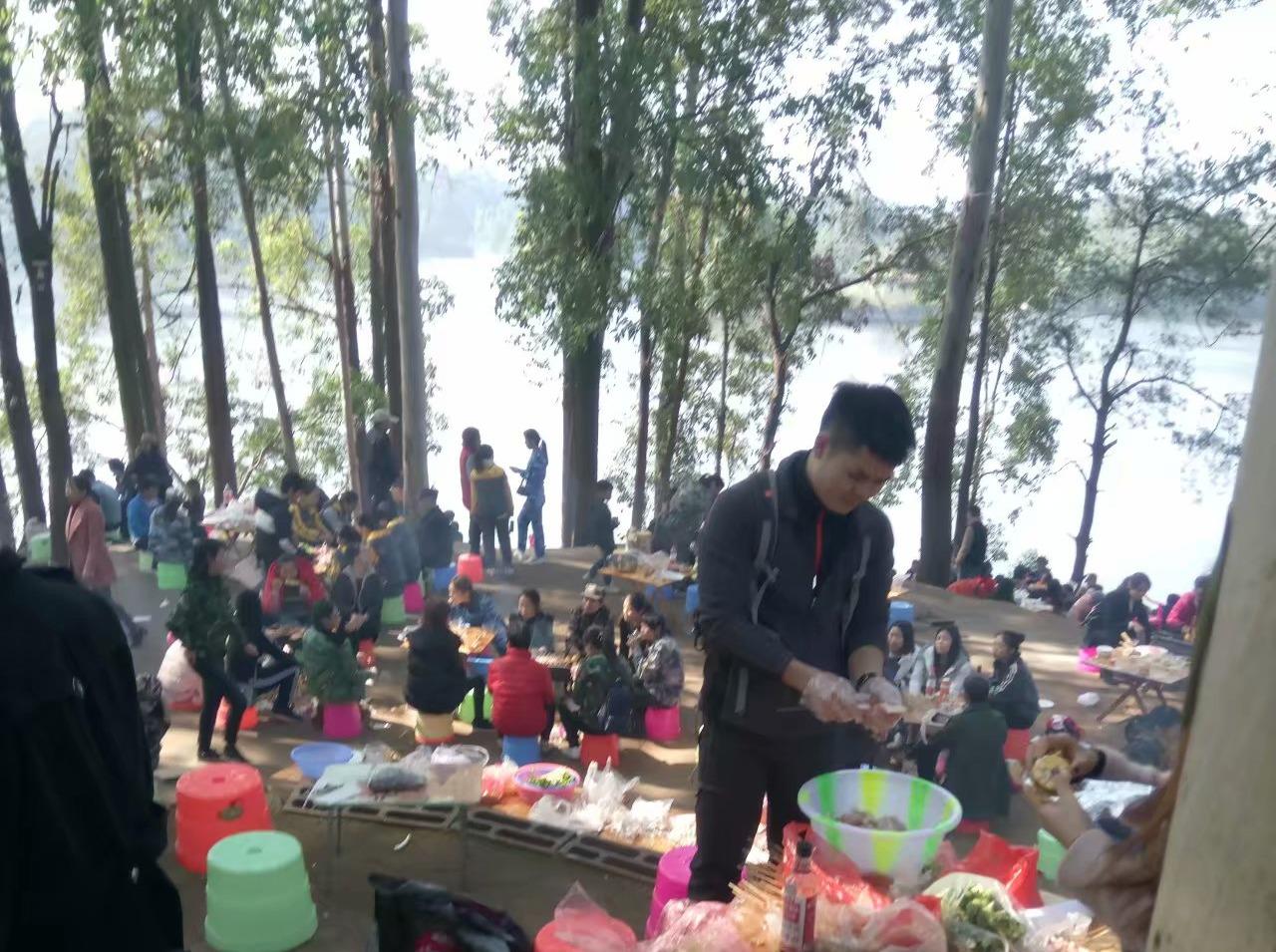 21号金沙湖风景区游园烧烤窑鸡唱歌