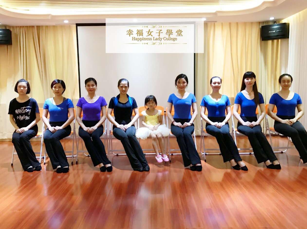 深圳最火爆空姐空少免费形体仪态雕刻课程