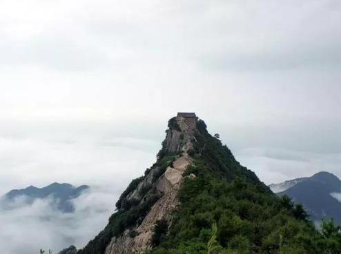 10月2日日登顶雪瓦山俯瞰嘉午台赏云海