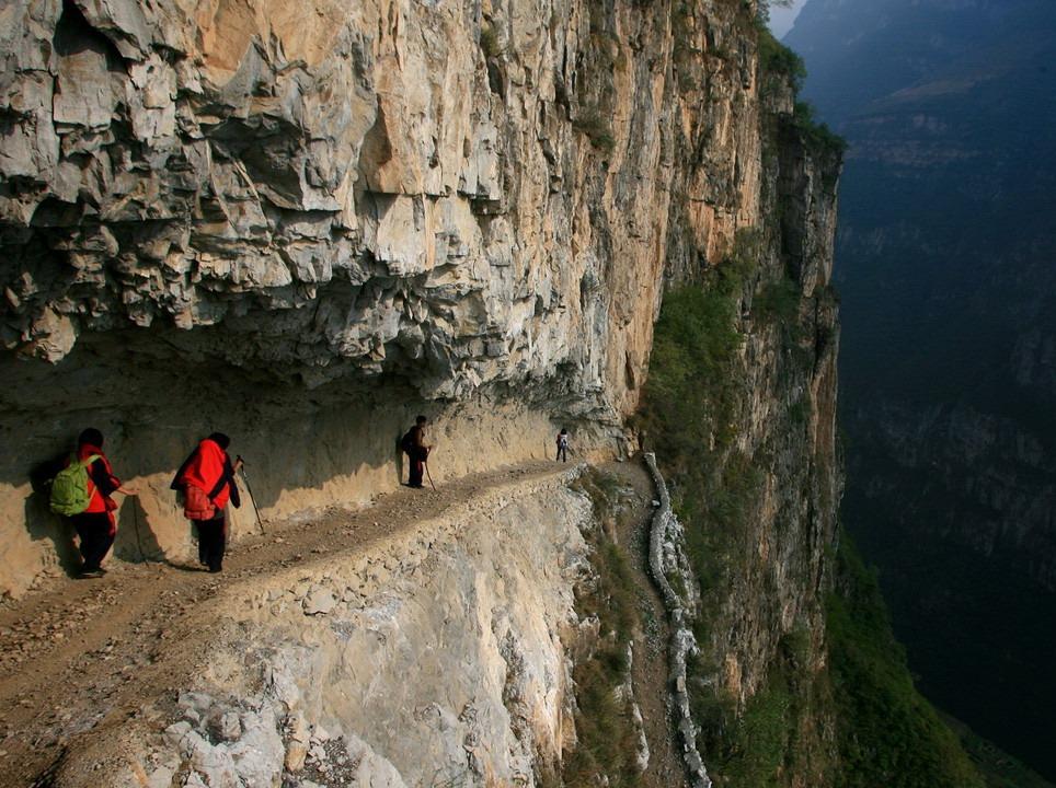 漫漫人生路 探索悬崖上的古路村