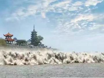 八月十五中秋节,钱塘江观潮啦!