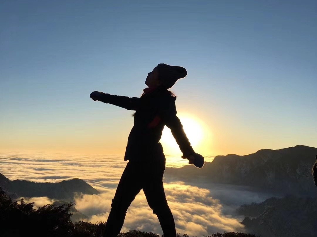 华尖山 徒步 雪山日出云海