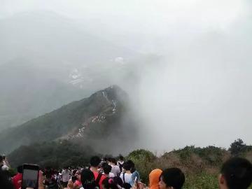 深圳第一峰《梧桐山看云海》