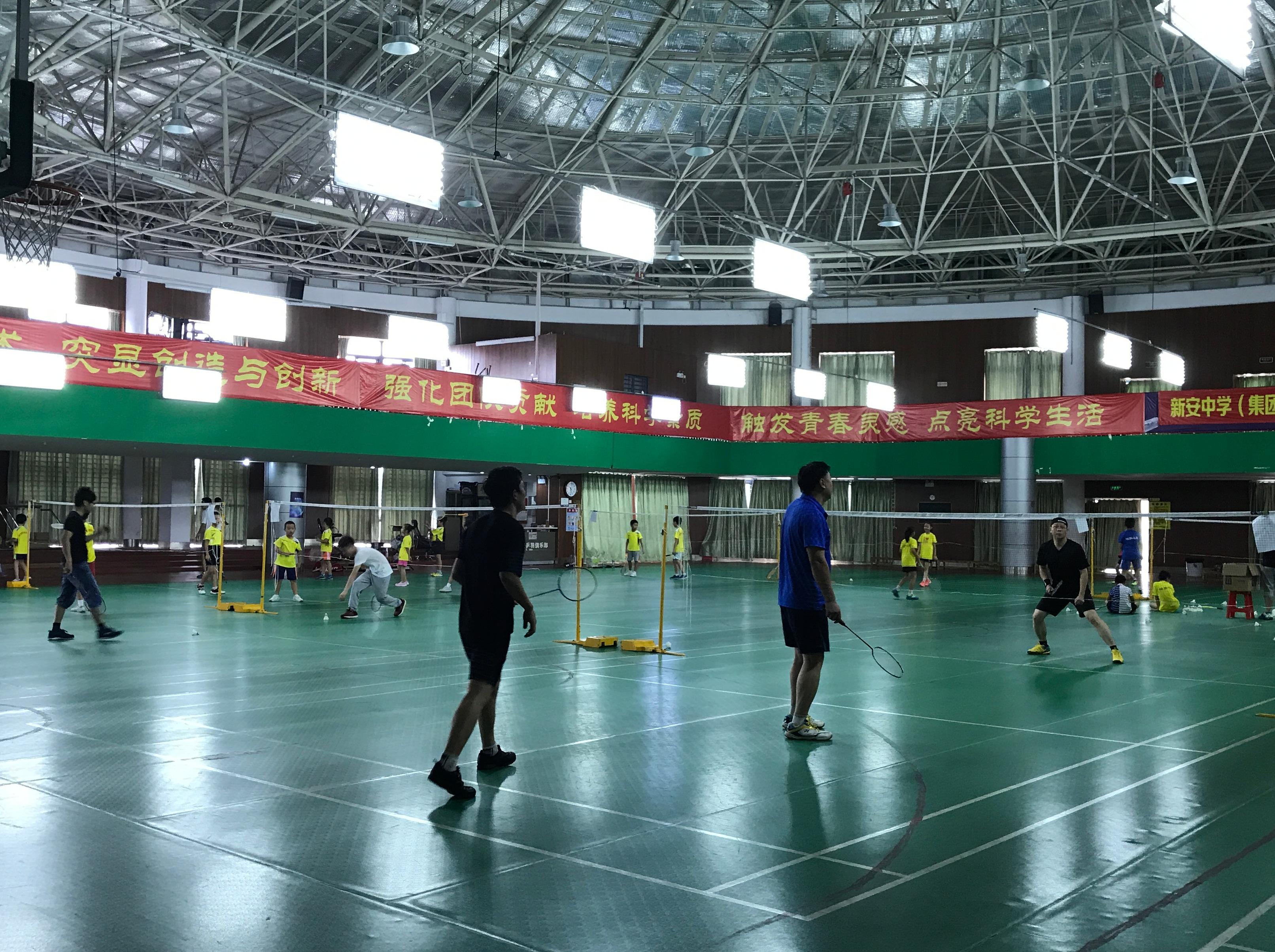 6月17日宝安新湖中学打羽毛球