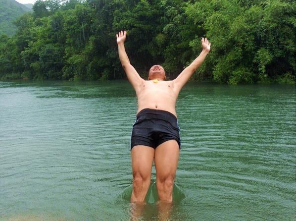 7月9日,海丰水底河消暑 游泳