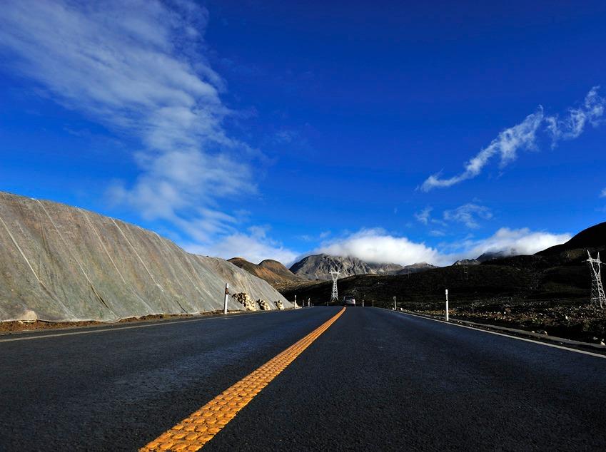 除了烟花三月的扬州,还可以看看川藏的天空