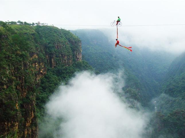 探秘广东大峡谷,登千步云梯,看高空表演