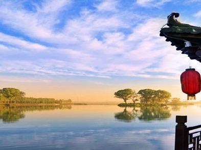 元宵节帅哥美女浪漫相约南湖公园游山玩水