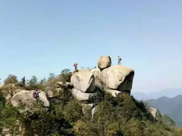 9月9日新昌道士盘看奇石、幽洞、险峰