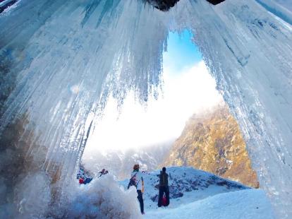 彭州燕子沟看冰瀑布玩雪煮火锅