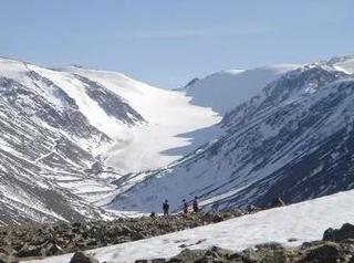 萨吾尔山木斯套冰川南山活动