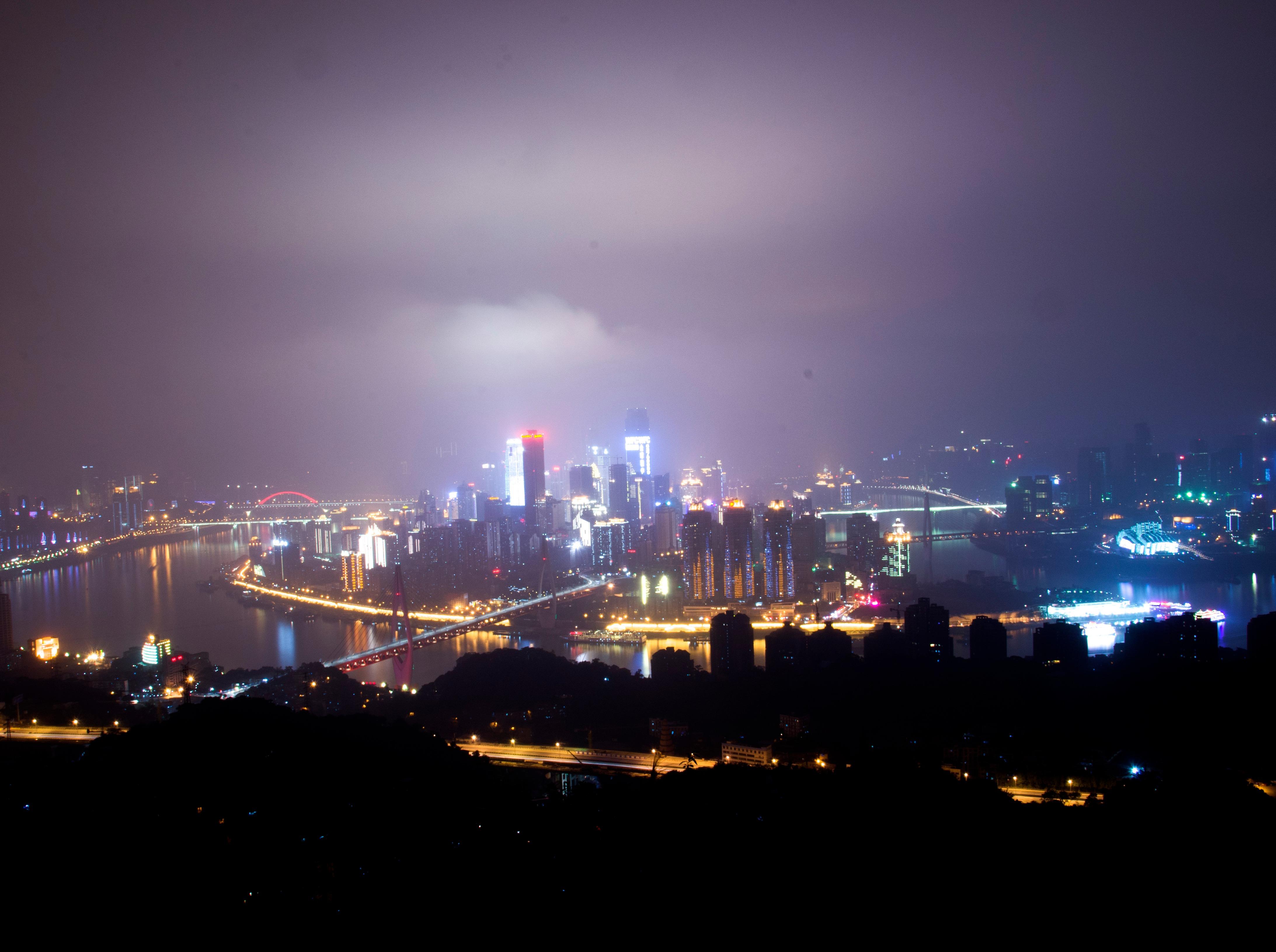 7月23日夜爬南山,一棵树欣赏重庆夜景