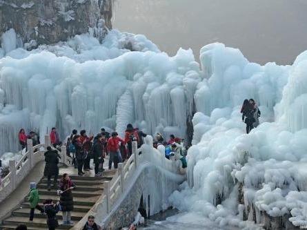 周日保定龙居冰瀑布
