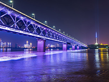 夜步阅江城