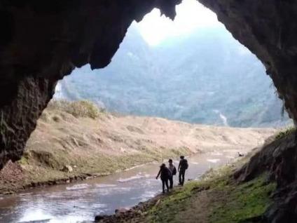 新线1月1日阳山牛湖线奇山异石穿草原岩洞