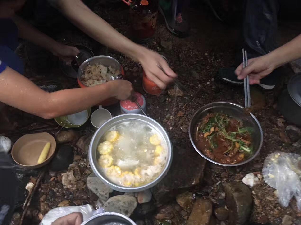 你带上碗,我带上米,去石头河煮饭吃