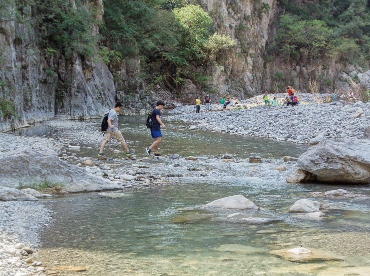 4月6日徒步净影大峡谷游山玩水戏猕猴