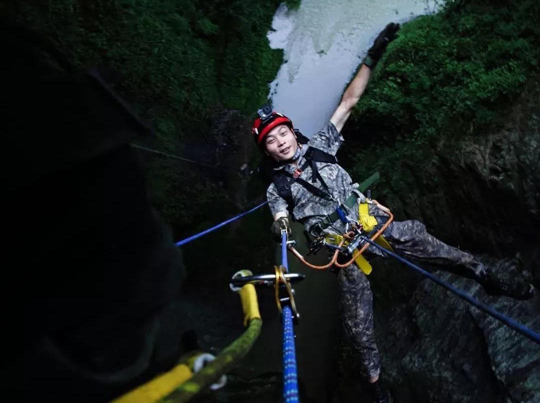重庆武隆160米速降和洞穴探险