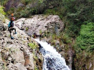 药王谷攀爬穿越一日游
