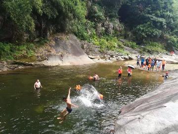 石头咀峡谷溯溪一日游