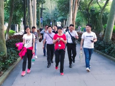 旗峰公园户外运动-羽毛球,乒乓球
