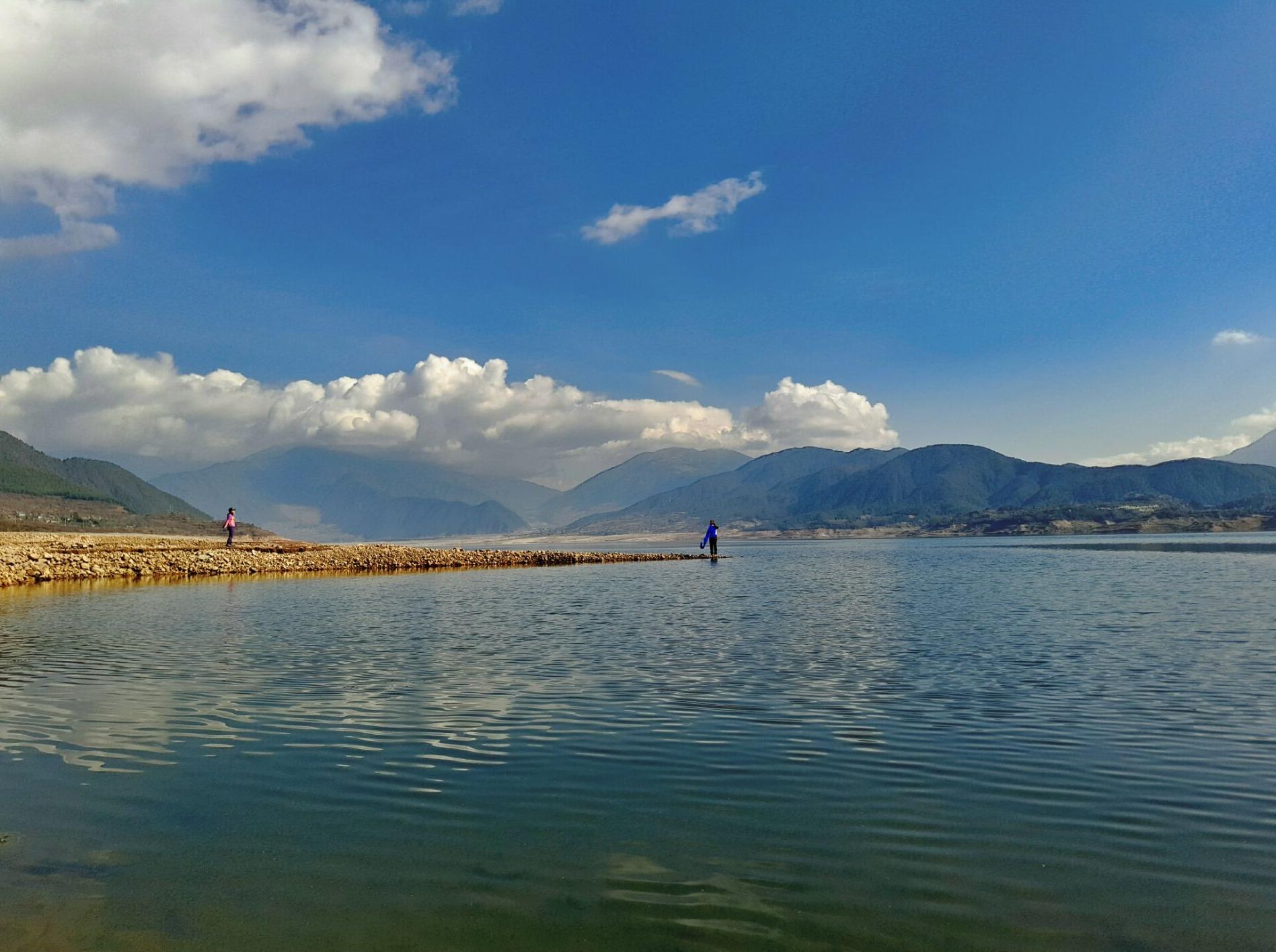 最美穿越:大桥穿越冶勒湖(湖泊、杜鹃花)