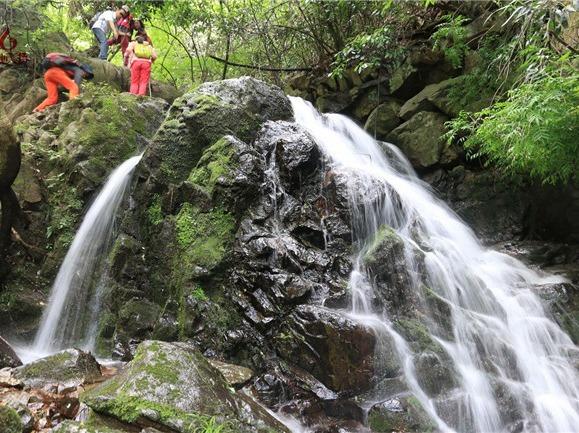 炎热夏季我们去看瀑布,去漂流
