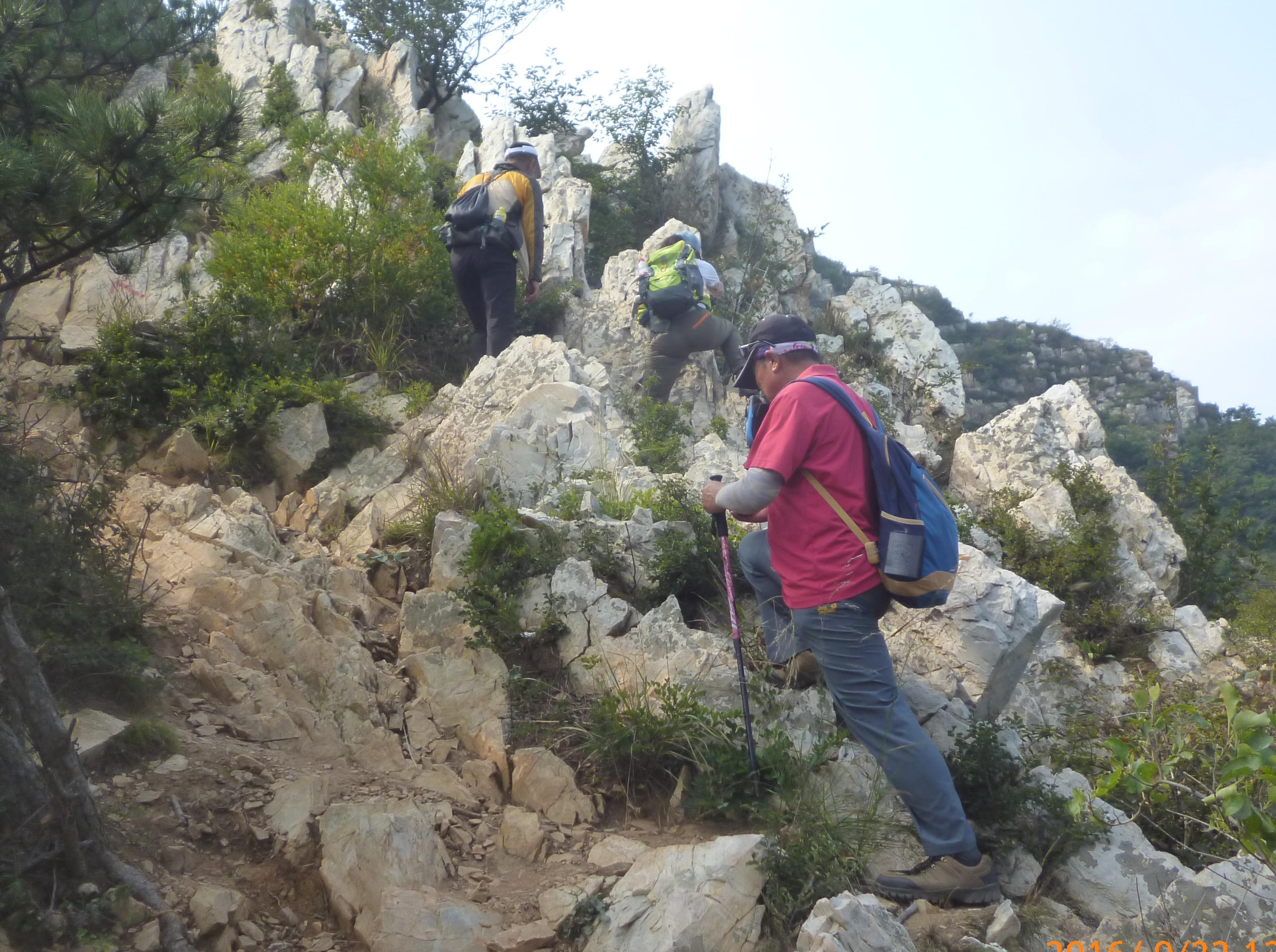 背包客经典线路;一刀一洞走双崖。