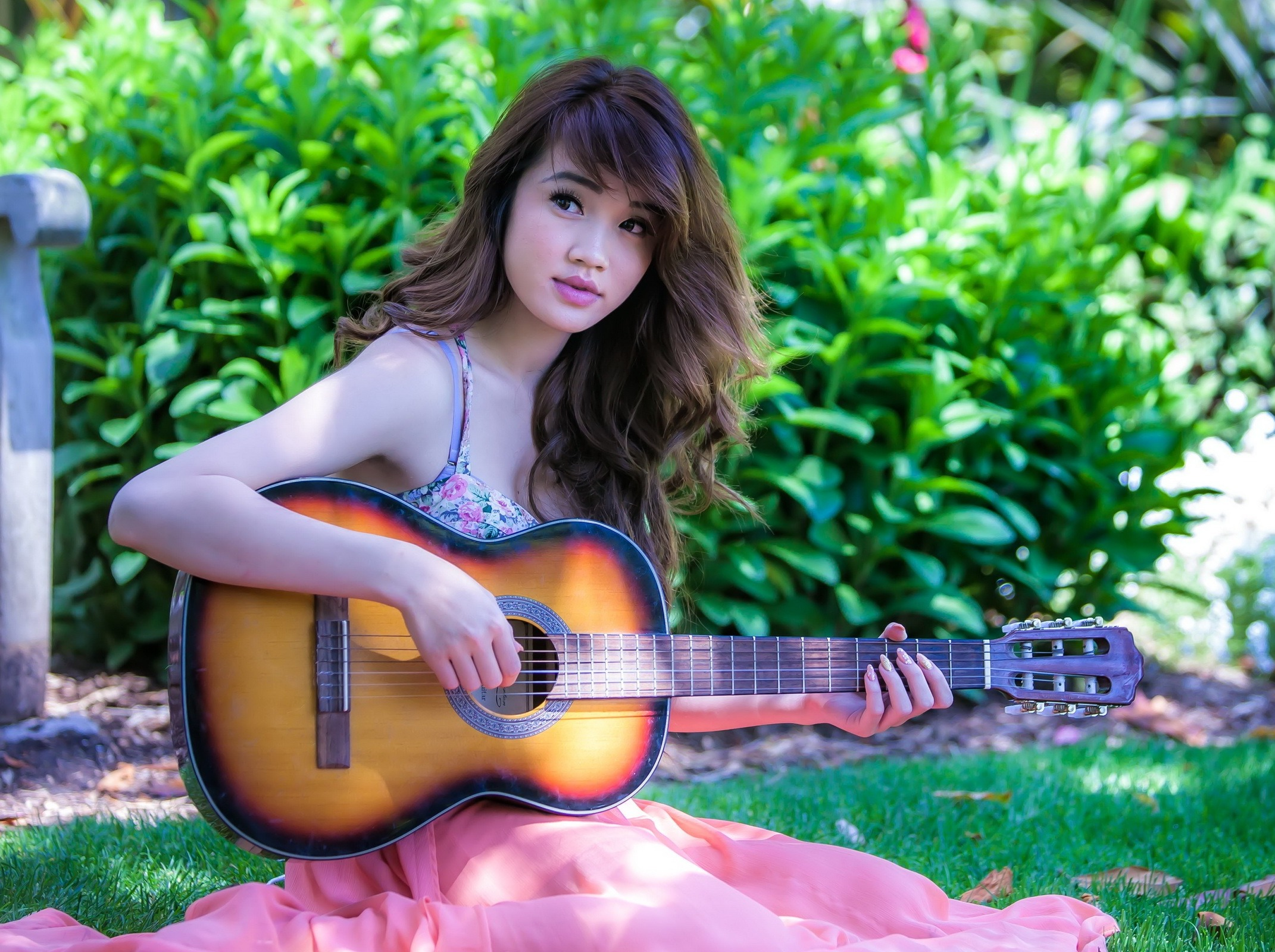 周末我们一起来学吉他吧