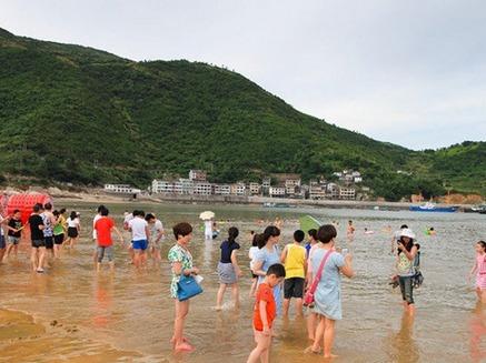 葫芦岛海边狂欢