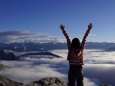 达瓦更扎 站在云端 天空之城