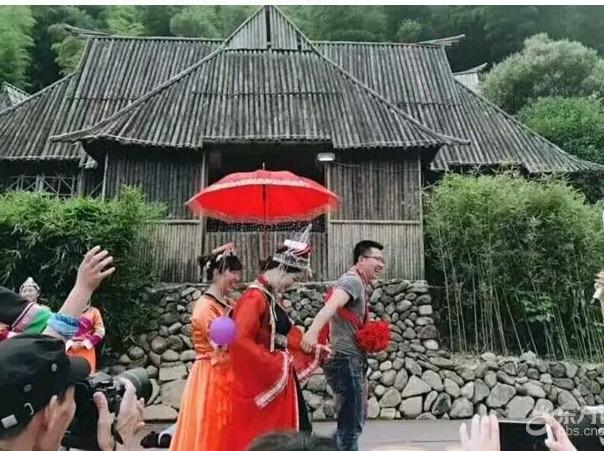 10月1日体验桐庐畲族婚假,载歌载舞