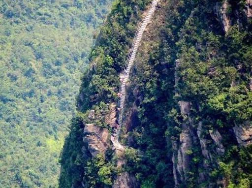 挑战金子山天梯 体验最险玻璃桥