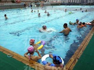 10月15日晚上7点~9点组织游泳活动